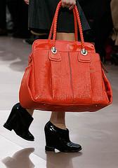 bolso rojo valentino