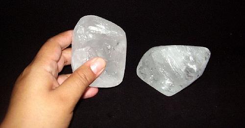 Alumbre, la primera piedra desodorante de la cosmética mineral