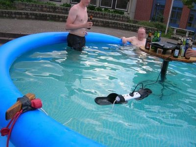 Bellezapura vacaciones de alta tensi n piscina equipo for Bricomania piscina