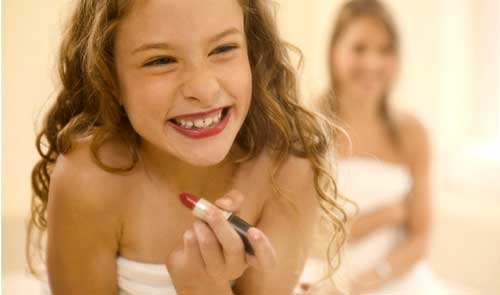 little-girl-with-lipstik