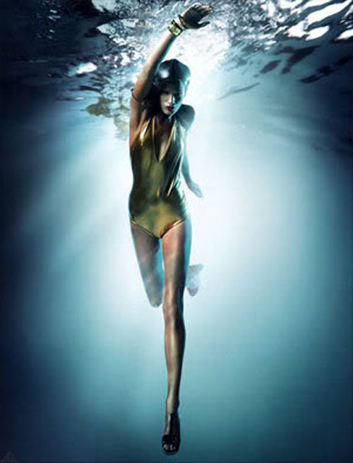 fashion2-model-swimming