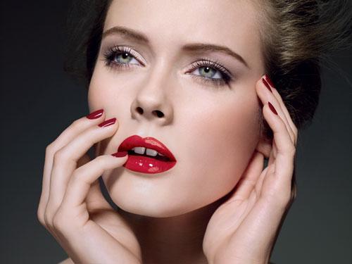Gloss-Chanel-model