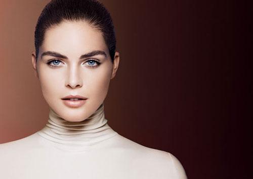 Model-Estée-Lauder