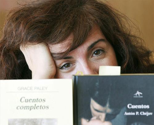 Elvira-Lindo.-leyendo