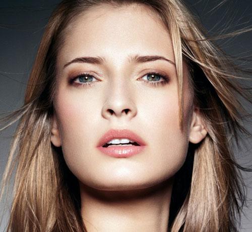 Woman-cosmetics