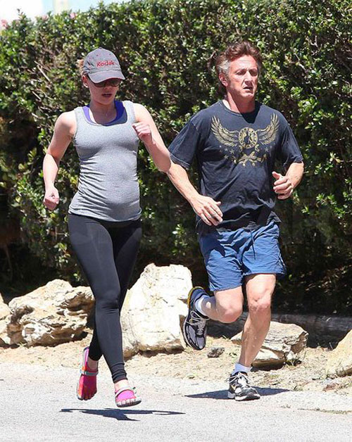 Scarlett&Sean-Penn-footing