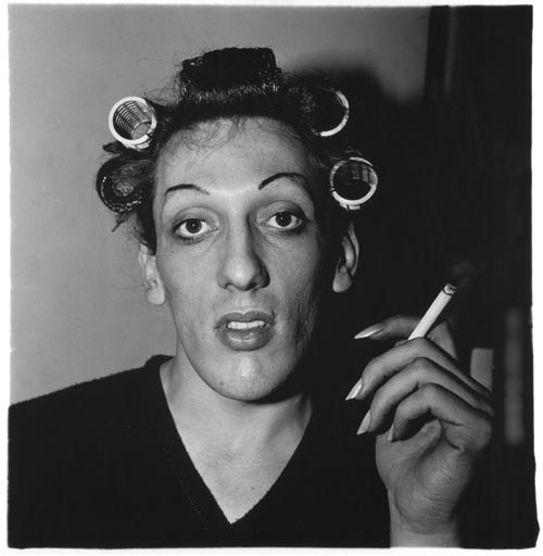 """""""A young man in curlers at home"""", de Diane Arbus"""
