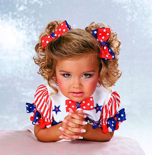 Participante de un concurso de belleza infantil