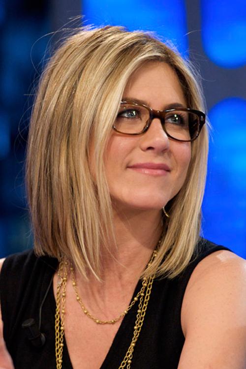 Trucos de maquillaje para mujeres con gafas de la mano de Bobbi Brown