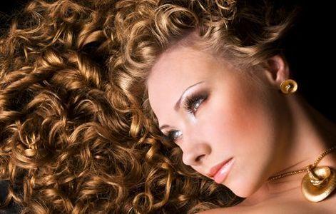 El medio de la caída de los cabello por los medios públicos
