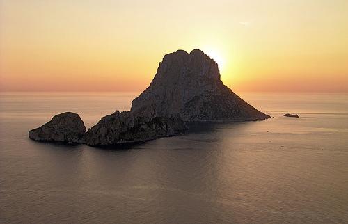 100021640-ibiza-sunset-behind-es-vedra-islet