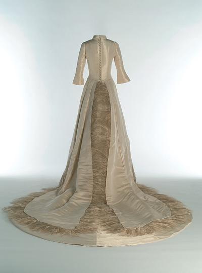 Por encima de la cabeza y el hombro Controlar sacudir  Chus Basaldúa, 40 aniversario de la firma de trajes de novia Chus Basaldúa  en el Museo del Traje de Madrid | BellezaPura