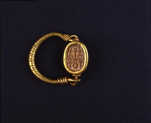 13_anillo_de_oro_con_escarabeo_museo_egipcio_de_florencia