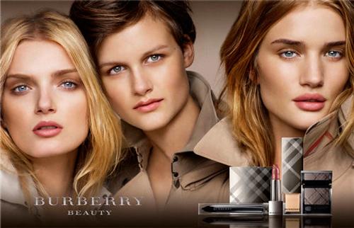 Imagen de las tres modelos de la campaña de maquillaje Burberry