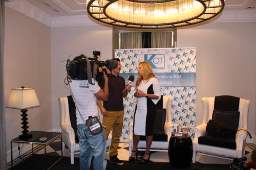 La televisión entrevistando a Cristina Tárrega