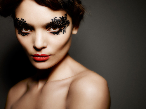 eyelaces burlesque front