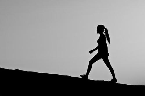 imagen mujer caminando
