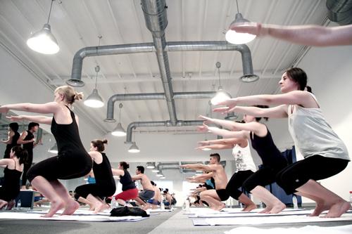 Practicando bikram yoga en Bikram Yoga Spain Studio