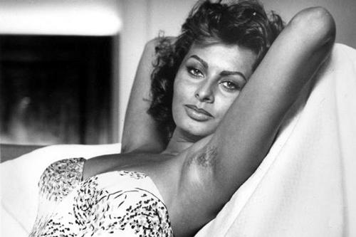 Imagen de Sofia Loren con las axilas sin depilar