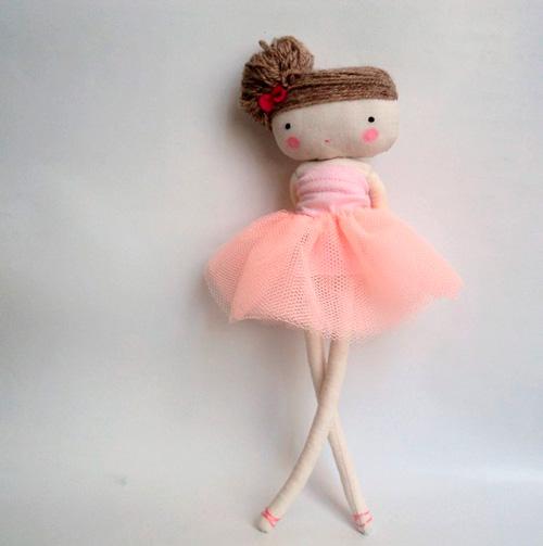 Imagen de bailarina de tela que se vende en DaWanda