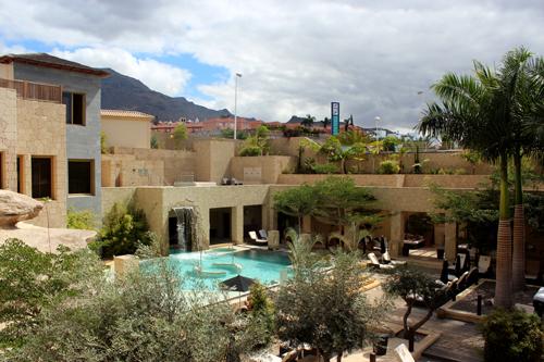 Imagen de la piscina de talasoterapia del spa