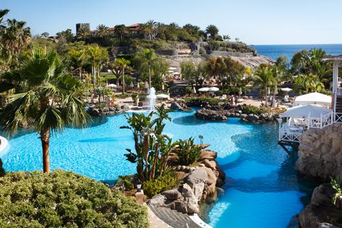 Imagen de una de las piscinas del Gran Hotel Bahía del Duque