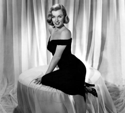 Marilyn Monroe con vestido negro
