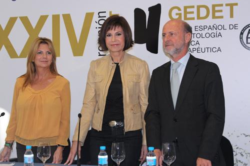 Presidenta de la Junta Provincial de la AECC de Madrid Silvia Meléndez Camacho, Concha García Campoy y el Doctor Jaén