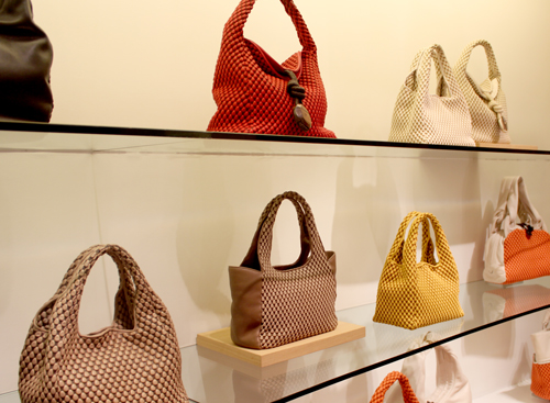 Imagen de los bolsos de Tissa Fontaneda en la tienda Kado de Madrid