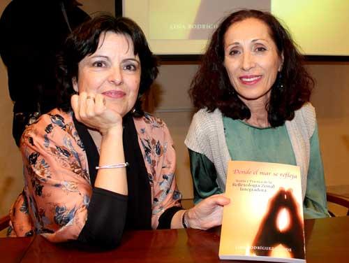 Concha Picazo (izquierda) y Lina Rodríguez (derecha) en la presentación del libro