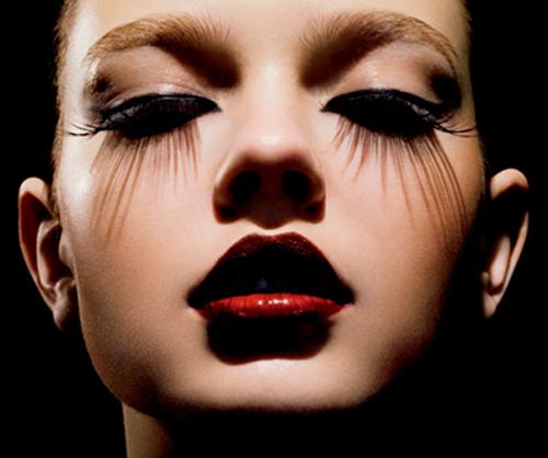 El aceite de ricino para las arrugas bajo los ojos