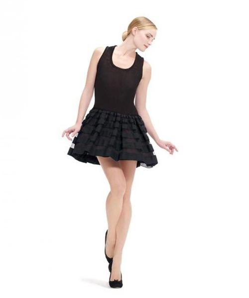 la-petite-robe-noire-selon-repetto