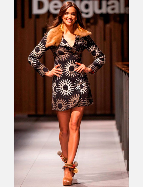 rina-shayk-desigual-080-barcelona-fashion-abrigo