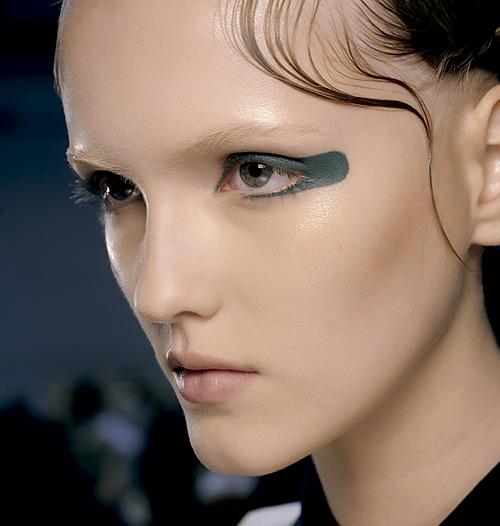 tendencias-maquillaje-primavera-2015-eyeliner-masha-ma