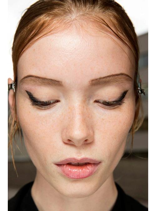 tendencias-maquillaje-primavera-2015-eyeliner-prada
