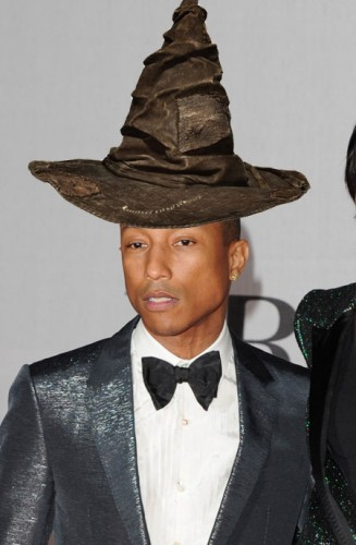 pharrell-williams con sombrero a lo Harry Potter