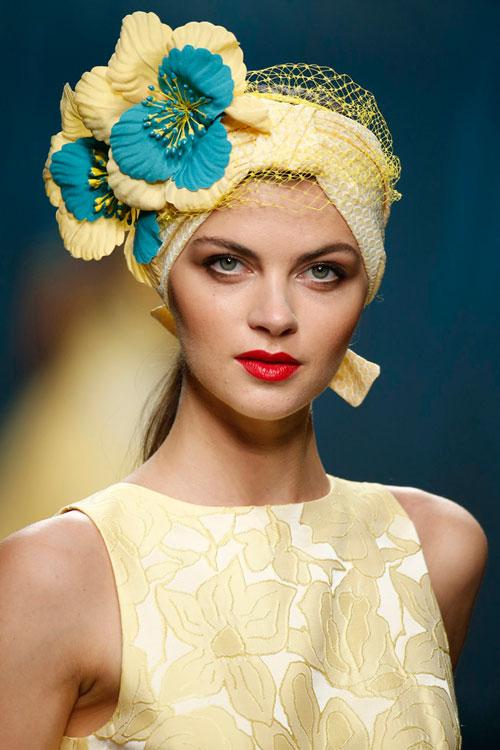 Novia muy caribeña en amarillo y labio rojo de Ana Torres