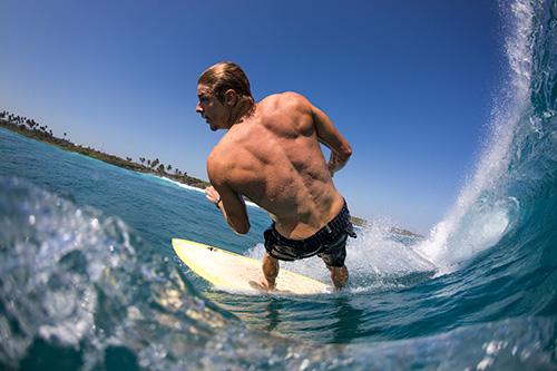 surfista-biotherm-dia-de-los-oceanos