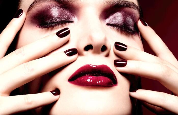chanel-maquillaje-navidad-rouge-noir-absolument