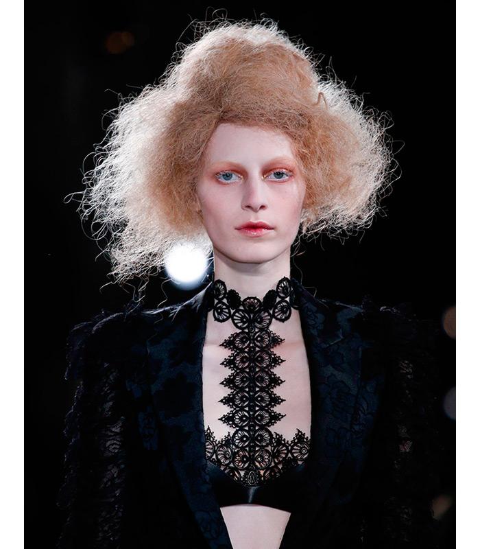 peinados-halloween-alexander-mcqueen