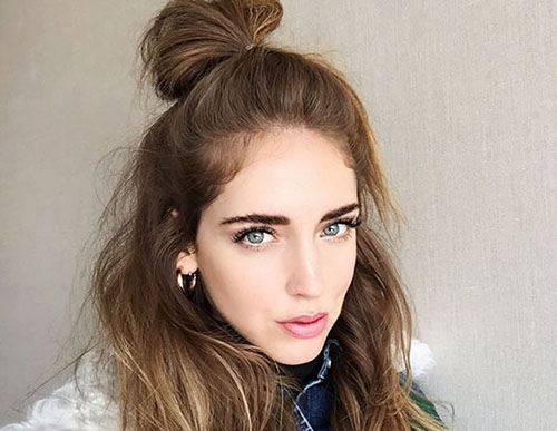 Half up bun peinado de temporada bellezapura for Recogido castana