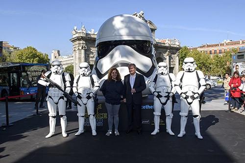 Inauguración Exposición Face the Force en la Puerta de Alcala de Madrid