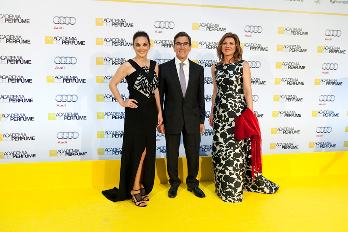 Mónica Carrillo, Juan Pedro Abeniacar (Presidente de la Academia del Perfume) y Val Díez (Stanpa)