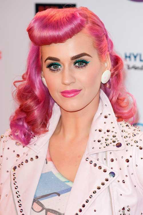 La cantante Katie Perry se apunta a la tendencia pink
