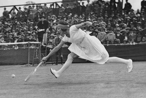 La tenista Suzanne Lenglen en la pista