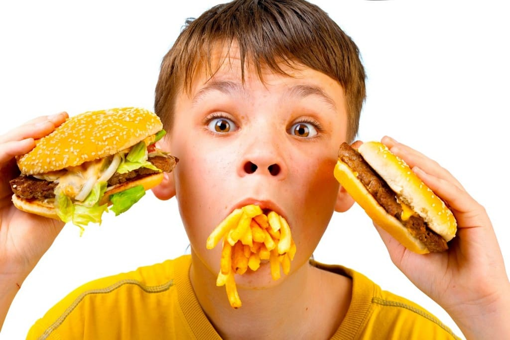 nino-y-comida-basura