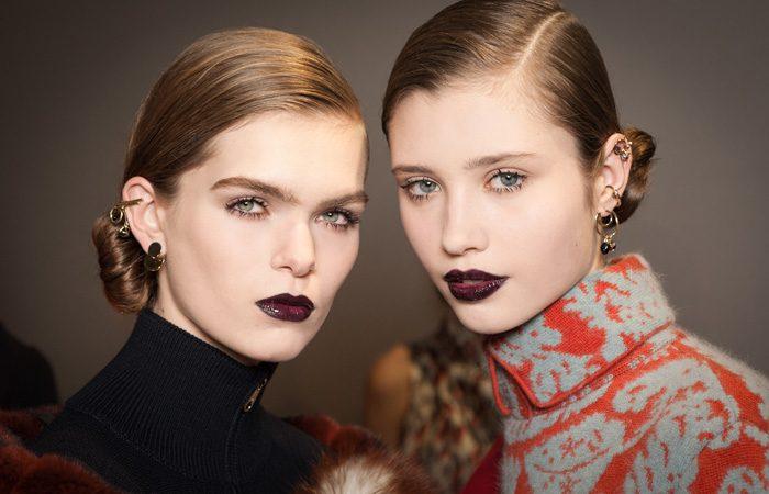 dior-otono-invierno-2017-tendencias-maquillaje-labios-oscuros