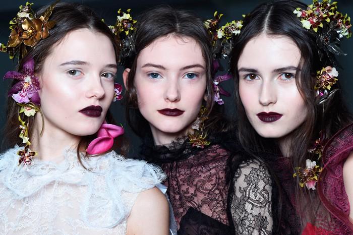 rodarte-otono-invierno-2017-tendencias-maquillaje-labios-oscuros