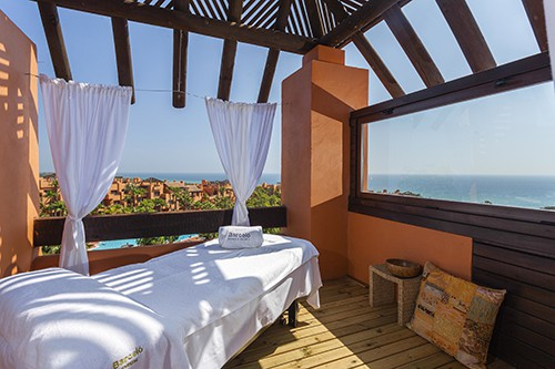 Masajes en terraza hotel Barceló Sancti petri