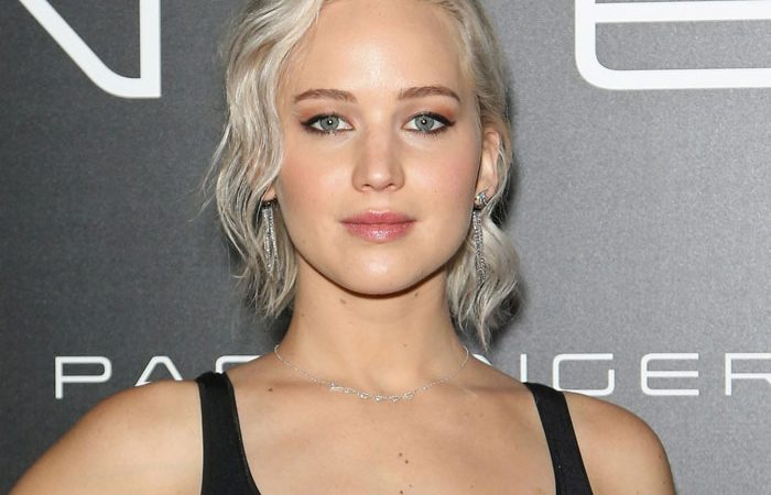 jennifer-lawrence-grey-hair-canas-melena-silver
